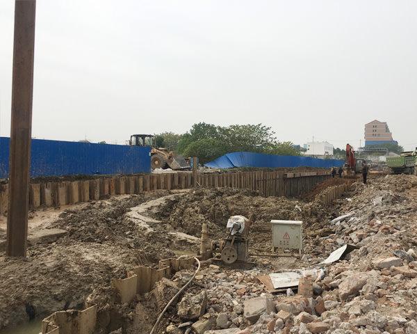 荆州沙市区市政管廊建设拉森钢板桩施工