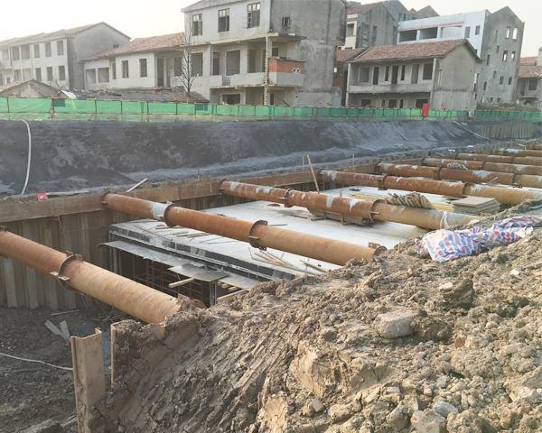 武汉白沙洲市政箱涵15米拉森钢板桩施工