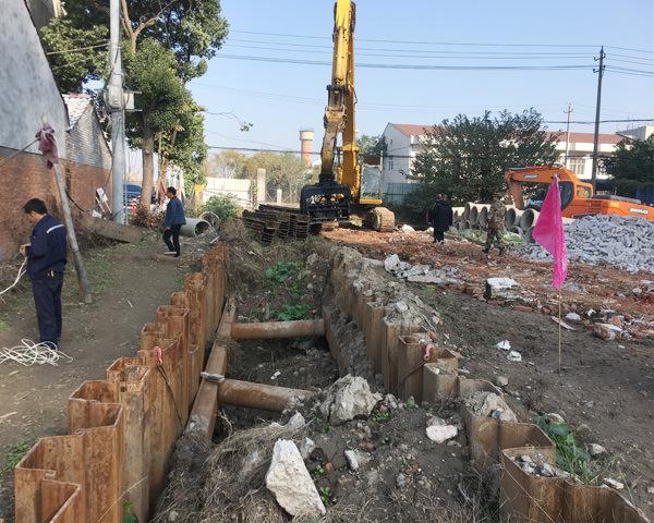 荆州市新港大道改造一期拉森钢板桩施工